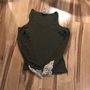 Really cute cold shoulder top